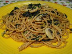 As receitas lá de casa: Esparguete com cogumelos e espinafres, salteado co...
