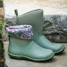 Our favorite Muck garden boots, which are also great for errand running, dog walking, and commuting on rainy days, are designed to change like the New England weather. Cowgirl Boots, Western Boots, Riding Boots, Hunter Boots Outfit, Hunter Rain Boots, Leather Sandals, Leather Boots, Rainy Day Outfit For Work, Timberland Style