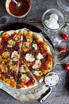 homemade margharita pizza ©Emiliemurmure