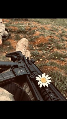 Turkish Soldiers, Turkish Army, Gun Aesthetic, Pak Army Soldiers, Army Pics, Palestine Art, Beautiful Mosques, Girly Drawings, Cute Love Couple