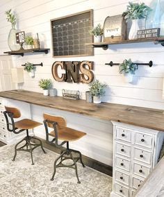 Excellent Cost-Free Farmhouse Chic office Suggestions Farmhouse chic is all the … - Home Office Furniture Home Office Desks, Office Furniture, Pipe Furniture, Diy Office Desk, Office Shelving, Furniture Design, Ikea Office, Furniture Dolly, Work Desk