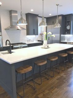 - Charcoal Gray Kitchen Cabinets with White Cambria Quart. – Charcoal Gray Kitchen Cabinets with White Cambria Quartz Counters and Stainless Steel Pendants. Charcoal Kitchen, Gray And White Kitchen, Gray Kitchen Walls, Timber Kitchen, New Kitchen, Kitchen Ideas, Kitchen Inspiration, Rustic Kitchen, Kitchen Interior