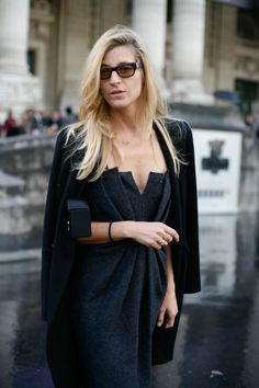Ada Kokosar is a Milan-born, New-York based fashion consultant and stylist. She is working for Vogue, W Magazine, Harper's Bazaar and Glamour. Ada Kokosar, Fashion Week, Fashion Trends, Street Fashion, Paris Fashion, Style Noir, Street Style, Blazer, Fashion Sketches