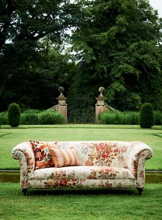 Lee Jofa Mulberry Home Floral Bouquet fabric - by the yard - iconic English British heritage cottage country style drapery fabric Designers Guild, Mulberry Home, Mulberry Fabric, Gp&j Baker, English Country Style, Country House Interior, Bohemian Interior, Textiles, Floral Bouquets