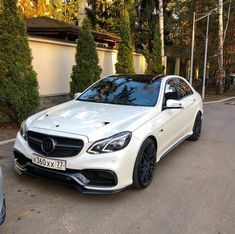 Brabus AMG spotted in Moscow Russia Photo by Mercedes E Class, Mercedes Benz Models, Benz E Class, Mercedes Benz Cars, Mercedes Benz Wallpaper, E63 Amg, Infiniti Q50, Cars Motorcycles, Luxury Cars