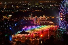 A view from the rooftop pool of the Paradise Pier Hotel love Disney parks shops Disney everything Disney Day, Disney Trips, Disney Love, Disney Magic, Disney Resorts, Disney Travel, Disney Stuff, Disneyland Resort Hotel, Disneyland 2016