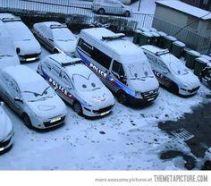 Neige et voiture de police...