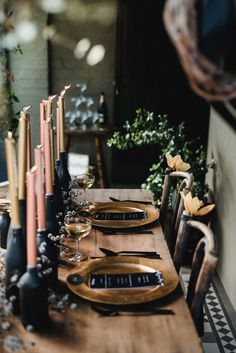 moody // dramatic tablescape with black accents