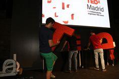 Componiendo el logo TEDxMadrid
