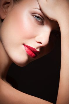 red lips - http://vikkigrant.com