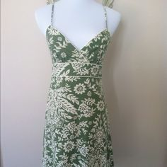 Hawaiian Green floral dress lace hem and straps Sweetheart open neckline. I cut the padding out the boob area. Only worn one. Like new Speechless Dresses
