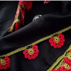 Saree Tassels Designs, Saree Kuchu Designs, Crochet Tote, Knit Crochet, Gianni Versace, Hair Tips For Men, Moda Emo, Knit Shoes, Casual Saree