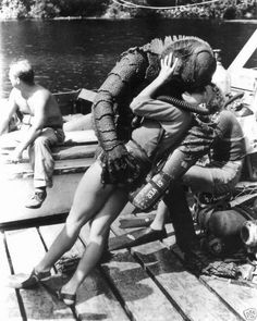 Julie Adams and the Creature from the Black Lagoon getting playful behind the scenes. - - Photos from behind the scenes on the sets of horror films Cthulhu, Surf, Films Cinema, Famous Monsters, Sea Monsters, River Monsters, Classic Horror Movies, Black Lagoon, Classic Monsters