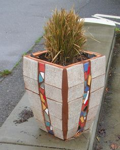 Its always cool in Oakland, when pots like this are placed in the street-Oakland-mosaic heaven. Mosaic Planters, Mosaic Garden Art, Mosaic Tile Art, Mosaic Vase, Mosaic Diy, Pebble Mosaic, Cement Flower Pots, Mosaic Flower Pots, Mosaic Stepping Stones