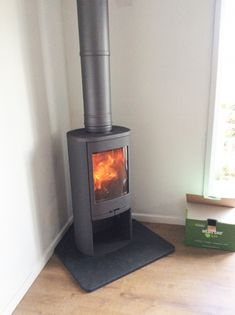Kernow Fires Contura 810 in a small corner setting wood burning stove installation in Cornwall. Corner Log Burner, Small Log Burner, Modern Log Burners, Wood Burning Stove Corner, Corner Stove, Log Burning Stoves, Wood Stove Decor, Wood Burner Fireplace, Indoor Wood Stove