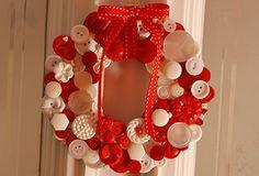Enfeite de Natal para a porta feito com botões
