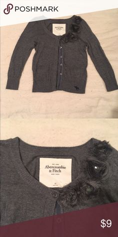 Abercrombie and Fitch cardigan sweater Super cute Abercrombie and fitch cardigan sweater, gently used in good condition. Abercrombie & Fitch Sweaters Cardigans