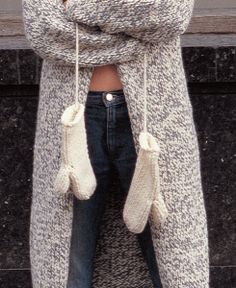 Free pattern - Mittens by Kim Hargreaves - uses one ball of Rowan's Big Wool: http://www.mcadirect.com/extras/bw/Mittens.pdf