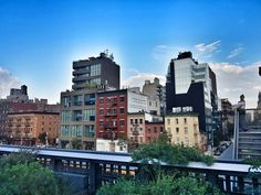 THE HIGH LINE! another epic shot at dusk! City scraper. Love N.Y 🍎