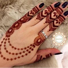 As the time evolved mehndi designs also evolved. Now, women can never think of any occasion without mehndi. Let's check some Karva Chauth mehndi designs. Full Hand Mehndi Designs, Finger Henna Designs, Simple Arabic Mehndi Designs, Henna Art Designs, Mehndi Designs For Girls, Mehndi Designs For Beginners, Modern Mehndi Designs, Dulhan Mehndi Designs, Mehndi Design Photos
