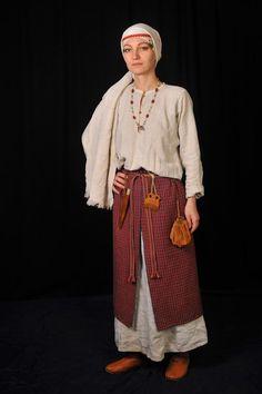 Medieval Slavic costume of Ancient Russia: Vyatichi? Лис Яроока