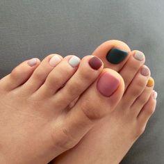 nails - Minimalist Nail Art Ideias para renovar a manicure Pedicure Colors, Pedicure Designs, Manicure And Pedicure, Nail Colors, Nail Art Designs, Pretty Pedicures, Pretty Nails, Minimalist Nail Art, Minimalist Chic