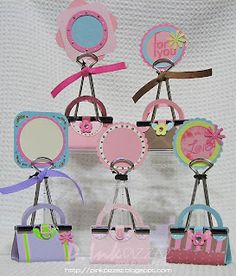 "omg these are ADORABLE!!   ""Blippie Purses"" (made from those paper clip thingies...)"
