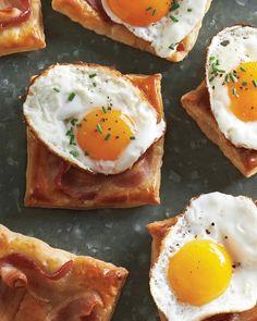 Fried-Egg-and-Bacon Puff Pastry Squares - Martha Stewart Recipes brunch loves Bite Size Brunch, Brunch Recipes, Breakfast Recipes, Breakfast Sandwiches, Brunch Food, Bacon Recipes, Brunch Table, Egg Sandwiches, Brunch Menu