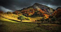 Parque Natural de Somiedo, Asturias, España / https://500px.com/photo/49709556/autum-light-tribute-to-kaleshi-by-amador-
