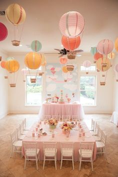 "I love the hot air balloon idea. Create one stunning eye-catching display by hanging paper lantern hot air balloons from the ceiling. This is a great idea for an ""Up In The Air"" baby shower or birthday party! Idee Baby Shower, Baby Shower Themes, Shower Ideas, Babyshower Themes For Girls, Baby Shower Table Set Up, Babyshower Decor, Baby Decor, Baby Shower Balloons, Birthday Balloons"