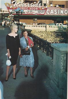 misspennydreadful:  rare color photo of Marilyn Monroe and Thelma Ritter on the set of The Misfits, 1960