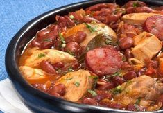 This Portuguese chicken and bean stew (feijoada de frango) recipe makes an amazing meal for the whole family. Portuguese Soup, Portuguese Recipes, Stew Chicken Recipe, Bean Stew, Cooking Recipes, Healthy Recipes, Cajun Recipes, Popular Recipes, Beef Recipes
