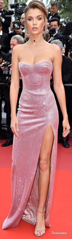 Josephine Skriver wearing a custom strapless dress with pink Swarovski crystal embroideries. Gala Dresses, Couture Dresses, Elegant Dresses, Pretty Dresses, Mode Outfits, Fashion Outfits, Dress Fashion, Textiles Y Moda, Looks Party