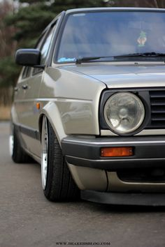 Small bumper tucking wheels like Love it. Volkswagen Golf Mk2, Vw Mk1, Classic Mini, Classic Cars, Jetta A2, Future Car, Old Cars, Volvo, Cars And Motorcycles