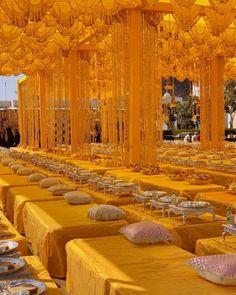 Latest Mughal & Royal Decor For Your Grand Wedding Desi Wedding Decor, Luxury Wedding Decor, Wedding Stage Decorations, Wedding Mandap, Wedding Chairs, Wedding Receptions, Royal Indian Wedding, India Wedding, Mehndi Decor