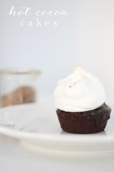 Hot Cocoa Cakes | Fudge, marshmallow and chocolate dessert based on one of my favorite Better Homes and Gardens recipes