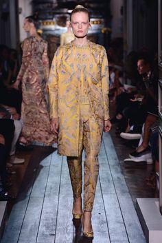 "Coat suit ""Le Berceau de Cristal"" in topaz brocade."