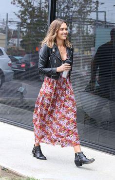 #jessicaalba #vestidofloral #vestidoestampado #estampafloral #moda #estilo #dicasdeestilo #streetstyle #celebridades #looks