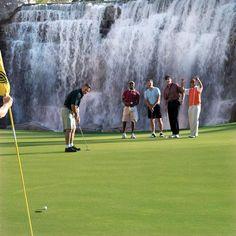 Signature 18th hole at Las Vegas... #golf #courses