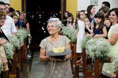♥♥♥  Casamento real DIY da Letícia e do Guilherme Um casamento real todo feito à mão, inspirado na moda vintage. E uma história de amor linda, desde a infância, com memórias arrasadoras! http://www.casareumbarato.com.br/casamento-real-leticia-guilherme/
