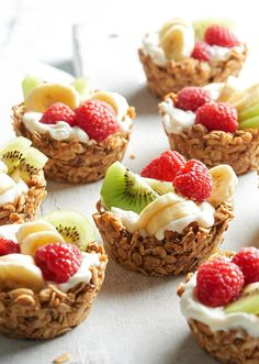 Healthy Snacks For Kids Choose your favorite combination of in-season fruits and yogurt to fill these granola cups./ - Choose your favorite combination of in-season fruits and yogurt to fill these granola cups. Breakfast Potluck, Healthy Make Ahead Breakfast, Healthy Snacks, Breakfast Fruit, Breakfast Sandwiches, Healthy Fruit Recipes, Cute Breakfast Ideas, Breakfast Appetizers, Breakfast Platter