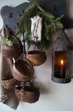 Decor with baskets rustic decor, primitive decor, primitive country, prim. Prim Decor, Country Decor, Rustic Decor, Primitive Decor, Primitive Lighting, Primitive Homes, Old Baskets, Vintage Baskets, Hanging Baskets