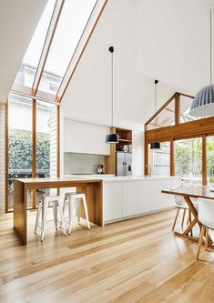 Edwardian Weatherboard House Renovated by Sheri Haby Architects 5 Gable House, Gable Roof, Weatherboard House, Queenslander, Estilo Interior, Interior Architecture, Interior Design, Interior Modern, Interior Plants