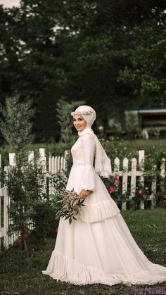 Top 25 Hijab Wedding Dress Models You Can See in 2020 Tesettür Gelinlik Modelleri 2020 Muslim Wedding Gown, Hijabi Wedding, Wedding Hijab Styles, Muslimah Wedding Dress, Hijab Style Dress, Muslim Wedding Dresses, Muslim Brides, Wedding Gowns, Bridesmaid Dresses