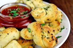 Homemade Pizzeria Garlic Knots with Pizza Dipping Sauce! Easy and addictive, so inexpensive to make you'll never order them again! Every weekend it seems like we are having people over for one game or another and we always end up ordering pizza to go with our snacks. Sure I make dips and bites for the game...Read More »