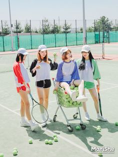 Marishe Korean Fashion Similar Look I Pin By Aki Warinda Dearzuffy Best Friend Pictures, Friend Photos, Ulzzang Fashion, Ulzzang Girl, Korea Fashion, Girl Fashion, Korean Fashionista, Korean Best Friends, Tennis Pictures