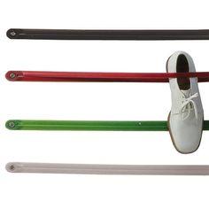 Sommige dagelijkse producten kunnen een totaal andere functie in huis krijgen. Zo ook de snelbinder van de fiets! Wanneer jij deze aan de muur bevestigt, dient het als opberger. Klem boeken, schoenen, speelgoed en andere objecten eraan vast!