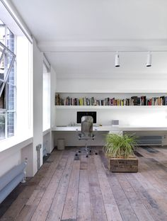 London loft designed by FORM Design Architecture. (via You'll Love This Warehouse Loft That's Both Minimal And Industrial « Airows) Loft D'entrepôt, Interior Architecture, Interior And Exterior, Form Architecture, Sustainable Architecture, Home Office Design, House Design, Warehouse Loft, Warehouse Apartment