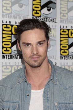 Jay Ryan Beauty And The Beast Comic Con