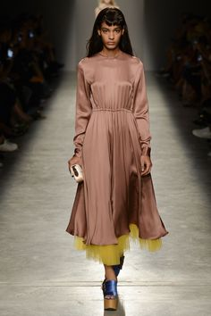 Rochas Spring/Summer 2017 Ready-To-Wear Collection